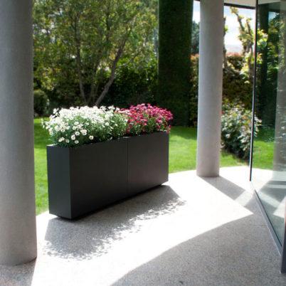 Utecomfort AS tilby deg moderne, klassiske og solid plantekasse Wall fra Fesfoc Barselona til din egen lille oase i Oslo og Akershus, Norge