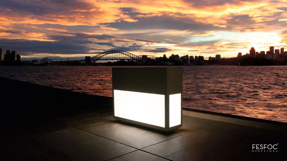Utecomfort AS tilby deg moderne og solid Fesfoc Barselona plantekasse Lighthouse med lys til din egen lille oase i Oslo og Akershus, Norge