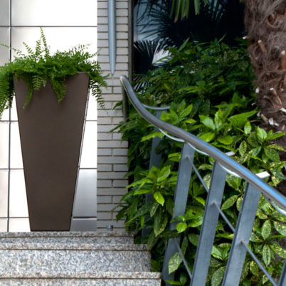 Utecomfort AS tilby deg moderne, klassiske og solid plantekasse Tulum fra Fesfoc Barselona til din egen lille oase i Oslo og Akershus, Norge