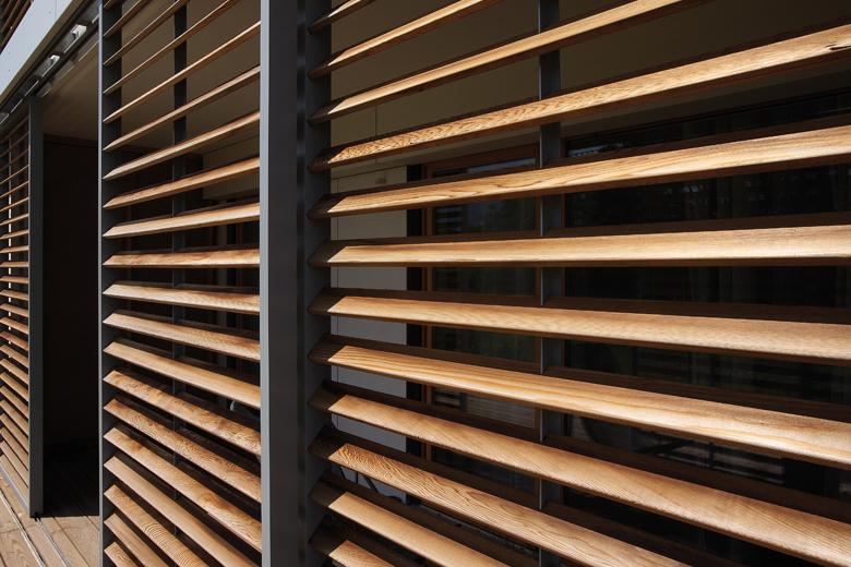 Renson motorisert og premium solskjerming, screen LOGGIA til pergola lar deg kontrollere innstrengning av sollys. Renson forhandler og importør i norge UTECOMFORT AS leverer alle typer motorisert solskjerming for pergolaer og vindu til privatboliger og kontorbygg i oslo og akershus, norge. Motorisert solskjerming er fint løsninger til hage, uterom og uteplass inspirasjon til modern pergola som montert av TREST entreprenør AS fra Asker i Nesbru. Velkommen www.utecomfort.no eller www.trest.no