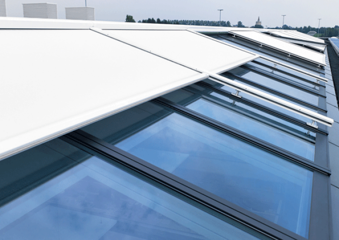 Renson motorisert og premium solskjerming som screen TOPFIX VMS til pergola lar deg kontrollere innstrengning av sollys. Renson forhandler og importør i norge UTECOMFORT AS leverer alle typer motorisert solskjerming for pergolaer og vindu til privatboliger og kontorbygg i oslo og akershus, norge. Motorisert solskjerming er fint løsninger til hage, uterom og uteplass inspirasjon til modern pergola som montert av TREST entreprenør AS fra Asker i Nesbru. Velkommen www.utecomfort.no eller www.trest.no